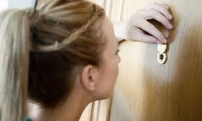 visor de puerta  instalado color acero inox. y  dorado 180°
