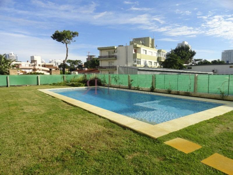 vista a playa mansa, terraza con parrillero aire acondicionado- ref: 10353