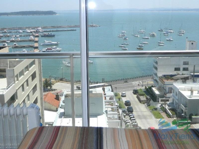 vista puerto, impresionante! apartamento de 2 dormitorios en península. punta del este.-ref:2655