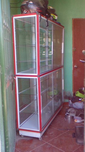 vitrina 1.85 de alto por 1.50 de ancho