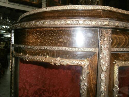 vitrina antigua europea rené marté con pinturas óleo