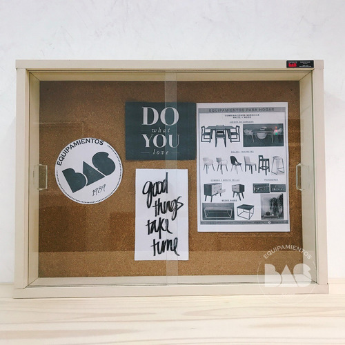 vitrina cartelera 640 con fondo de corcho puertas corredizas