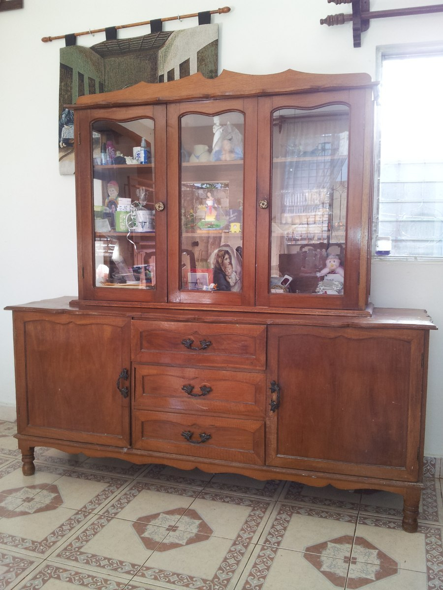 Vitrina de madera con cristales 3 en mercado libre for Modelos de muebles de madera