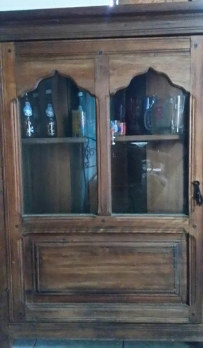 vitrina de madera de samán usado mediana