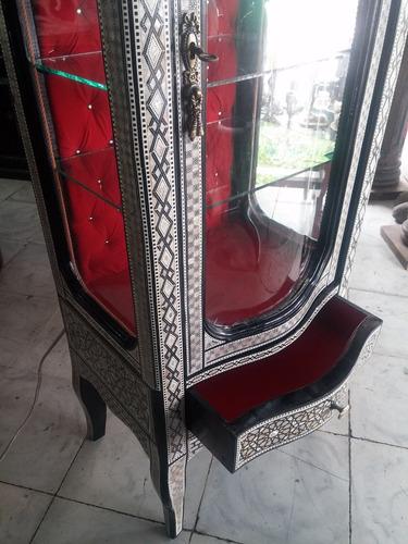 vitrina egipcia tallada en madera oleo y nacar