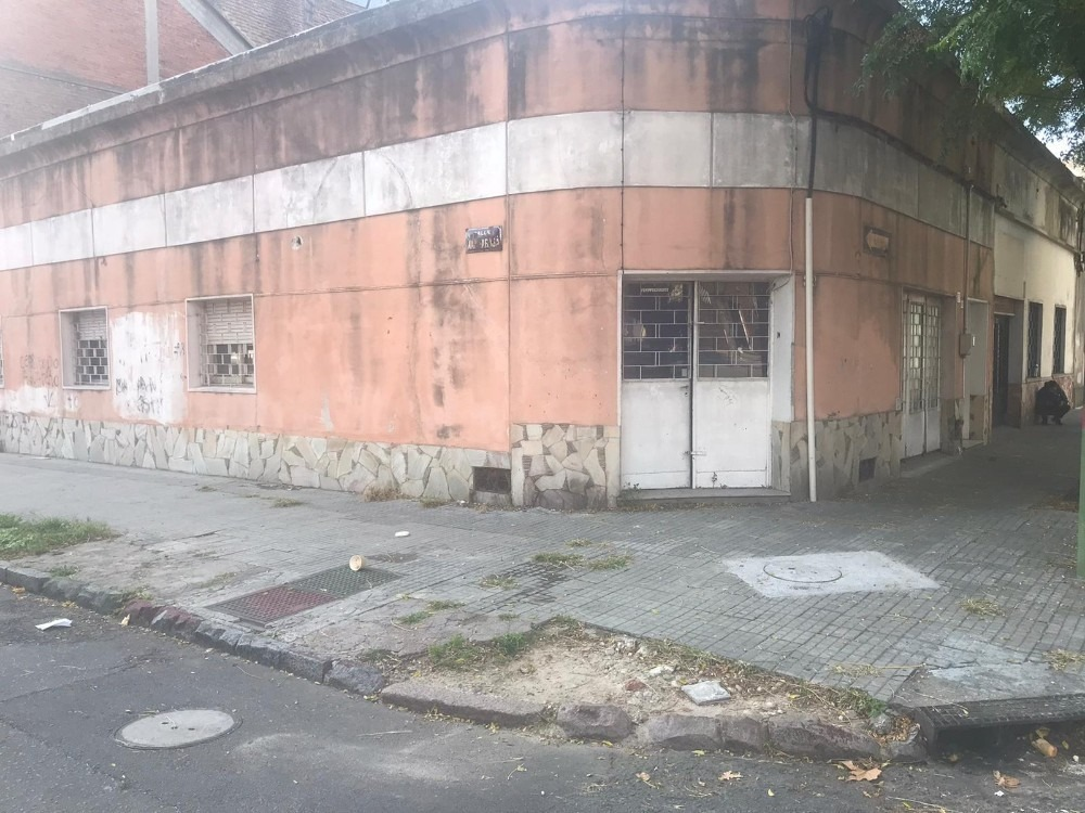 vivienda con local comercial en barrio aguada