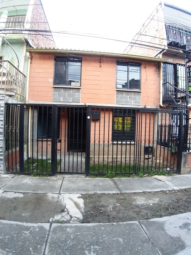 vivienda para mejora, 2 pisos, unifamiliar, peatonal.