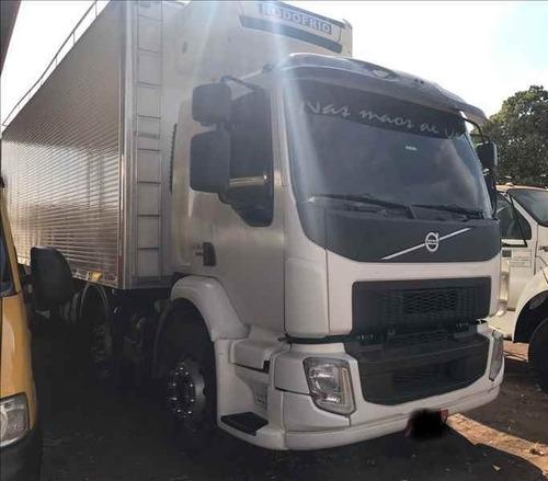 vm - 330 i-shift bi-truck 8x2 / carroceria baú refrigerado b