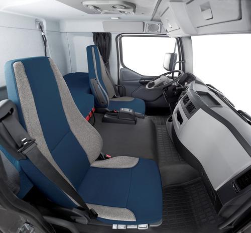 vm - 330 i-shift bi-truck 8x2 com carroceria baú sider  - b