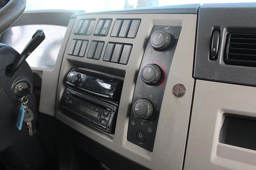 vm270 6x2  2013  cab. leito  carroceria 8,5m