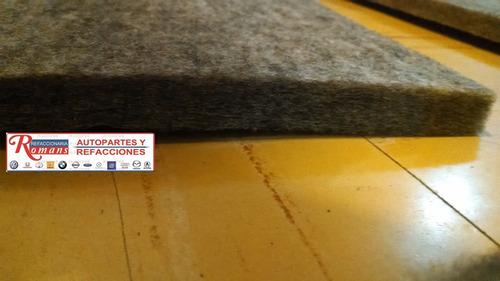 vocho sedan bajo alfombra antirruido alfombra esterilla