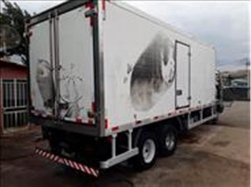 volkswagem 9-150 6x2 ano 2010/2011 baú frigorífico