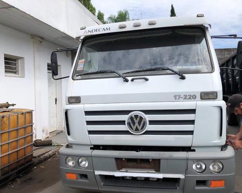 volkswagen 17.220 2007 enganchado con batea petinari 2004