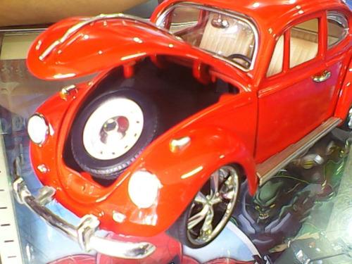 volkswagen beetle escarabajo color rojo o negro 1:18