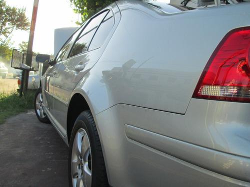 volkswagen bora 2.0 2011 gris con gnc