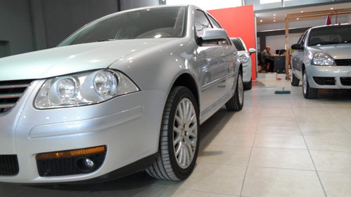 volkswagen bora highline 1.8 turbo tiptronic cuero 2011
