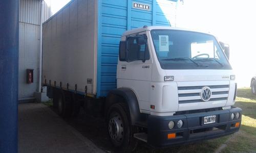 volkswagen camion 13180 con caja lonera jm