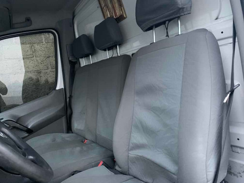 volkswagen crafter 2.0 chasis 5 ton aa lwb mt 2012