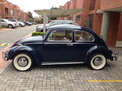 volkswagen escarabajo con placas de antiguo