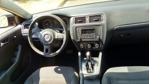 volkswagen jetta 2.0 man at 2014