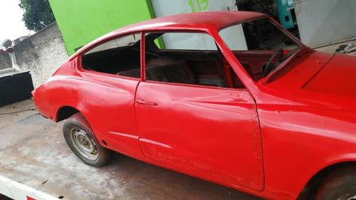 volkswagen karmann ghia tc tem varias peças que acompanham