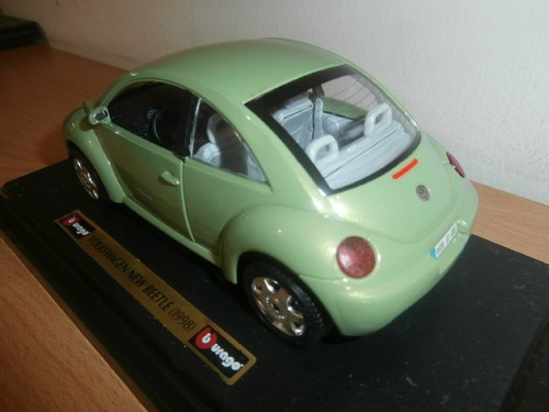 volkswagen new beetle 1998 burago escala: 1:24