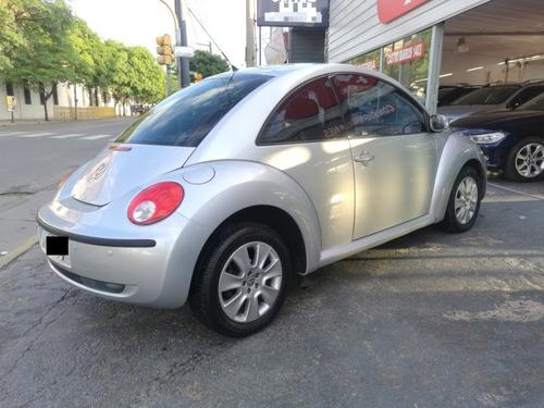 volkswagen new beetle 2.0 mt 2009