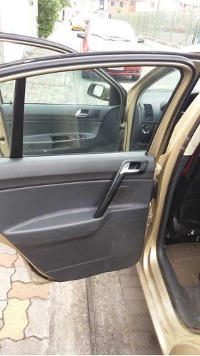 volkswagen polo 2005 color dorado 5 puertas $5000.00