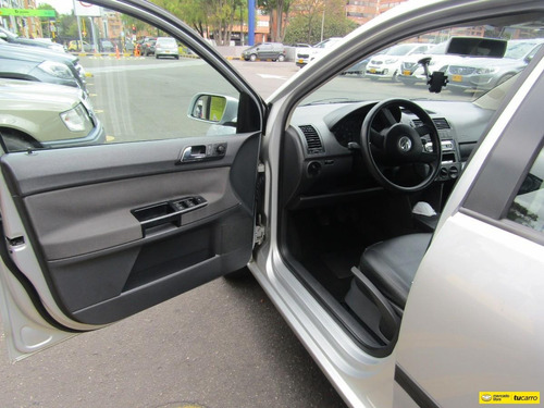 volkswagen  polo mt 2000