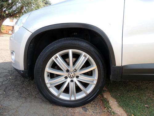 volkswagen tiguan 2.0 novíssimo, só estrada, pneus novos