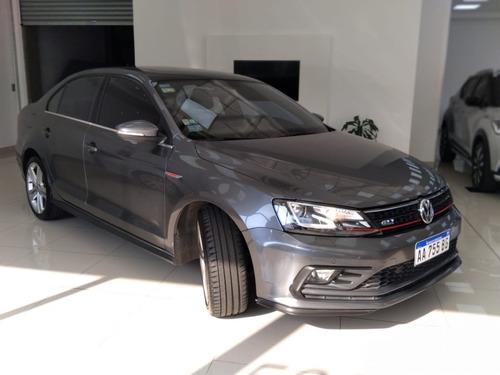 volkswagen vento 2.0 gli automático 96.000 km. gris 2016
