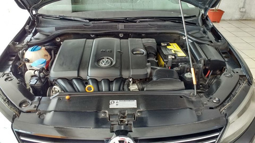 volkswagen vento 2.5 automatico c/ acc..  permuto / financio
