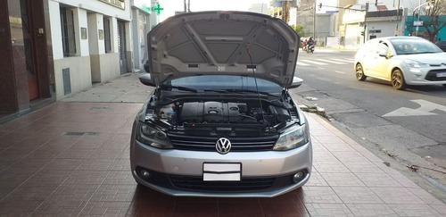 volkswagen vento 2.5 luxury año 2011