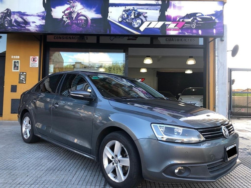 volkswagen vento 2.5 luxury automatico año  2013 pro seven
