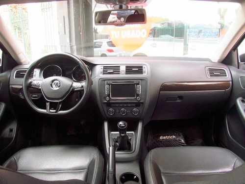 volkswagen vento 2.5 luxury mt 2015 rpm moviles
