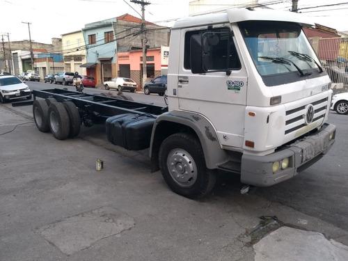 volkswagen vw 13180, chassi - 6x2, reduzido, ano 02
