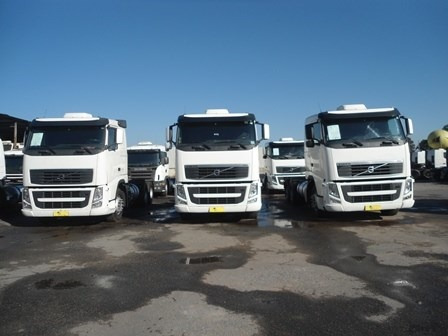 volvo fh 440 2011 6x2 i-shift tora seminovos