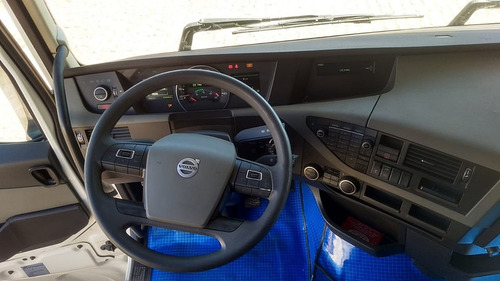 volvo fh 460 6x2 i-shift teto alto revisado ótimo de pneus