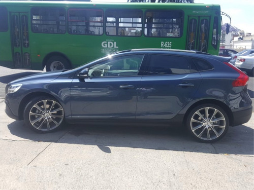 volvo v40 2.0 inspirion awd t5 cross country at