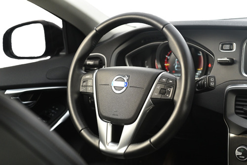 volvo v40 cross country 2.0 t5  awd turbo aut./2016