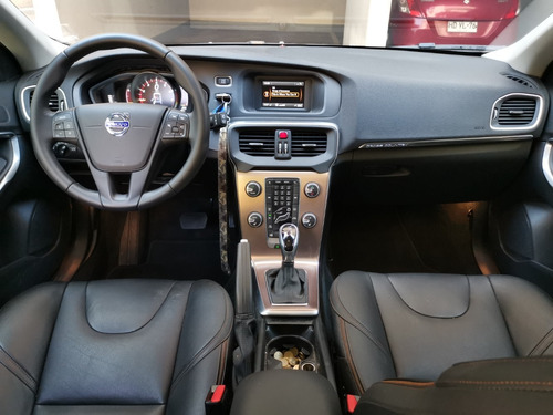 volvo v40 t5 crosscountry 2.0 t 2016