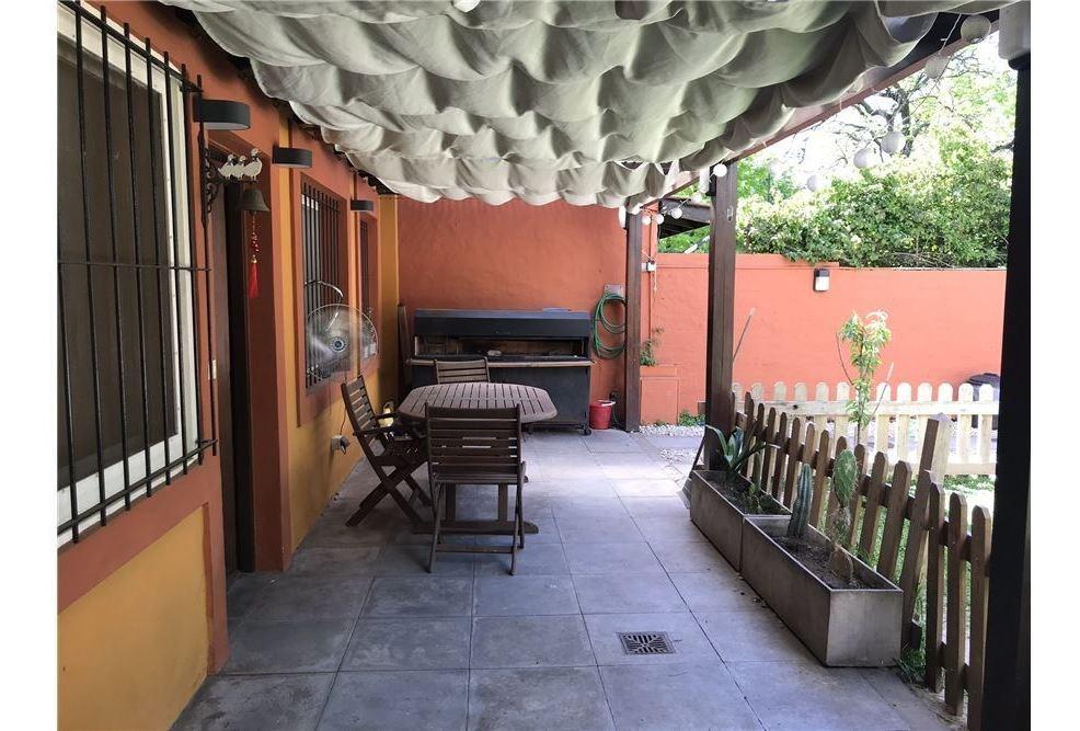 vta casa 2dorm jardin c/pileta excelente ubicación