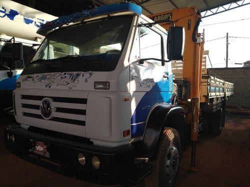 vw 13180/03 branco 4x2 com munck p/ 12.5 ton