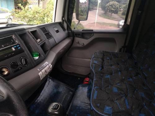 vw 24250 truck 6x2 ano 2011.