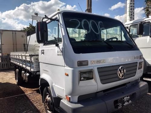 vw 8120/06 branco com carroceria de madeira