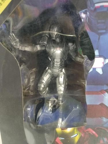 war machine estatua