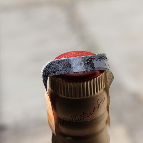 whisky red label 750ml + brinde