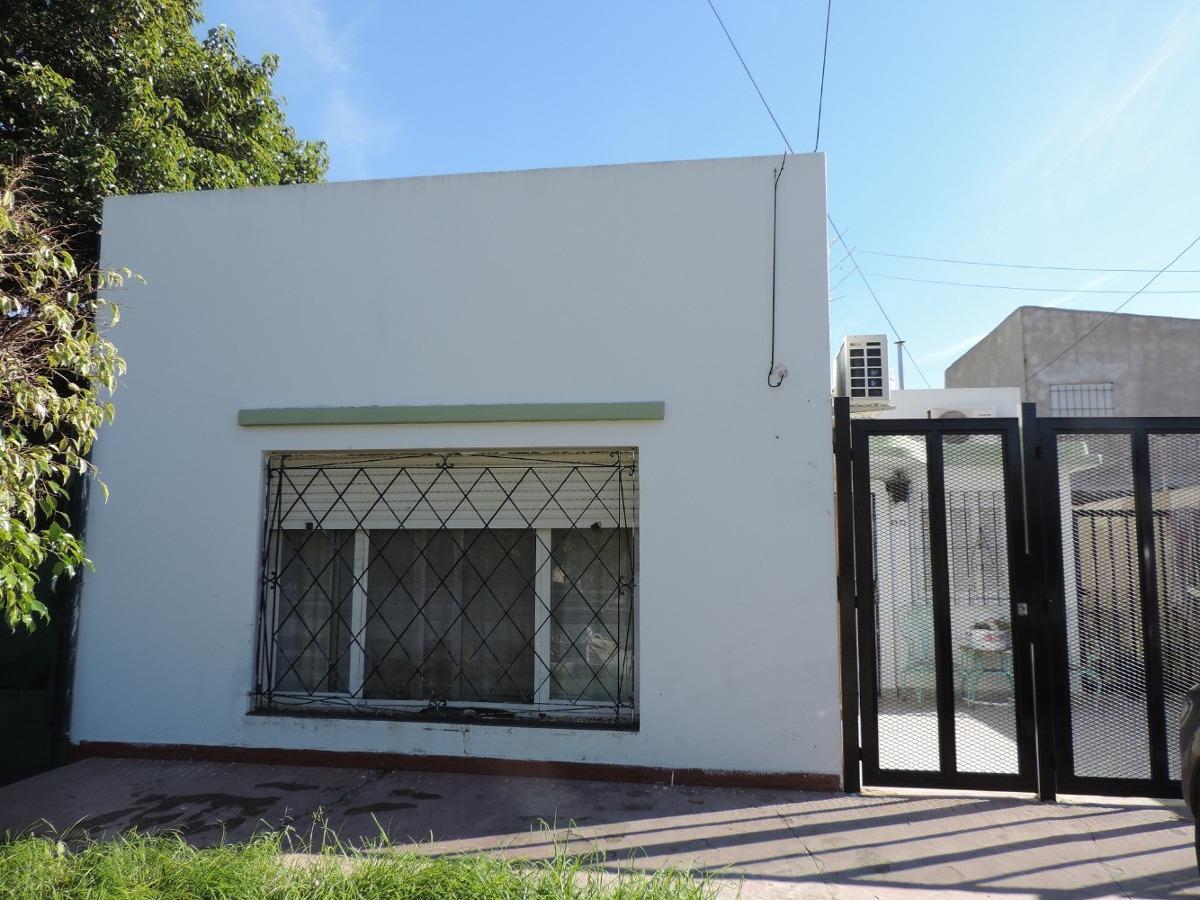 wilde, avellaneda, casa p.h.al frente 4 amb.cochera retasado