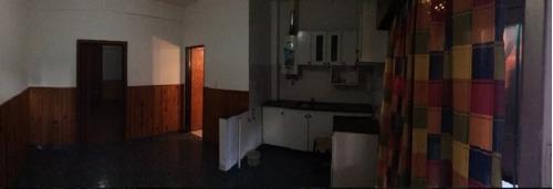 wilde - avellaneda. venta de casa de 3 ambientes con terraza. apto credito.