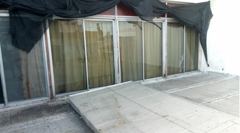 wilde, avellaneda. venta de ph tipo casa en un primer piso. 3 ambientes, terraza y patio, sobre av. mitre.